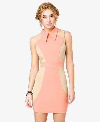 Женское платье с воротником